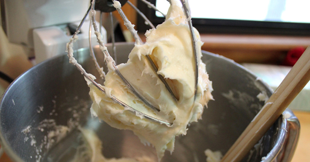 Whipped Cream Cheese Frosting for Cookies